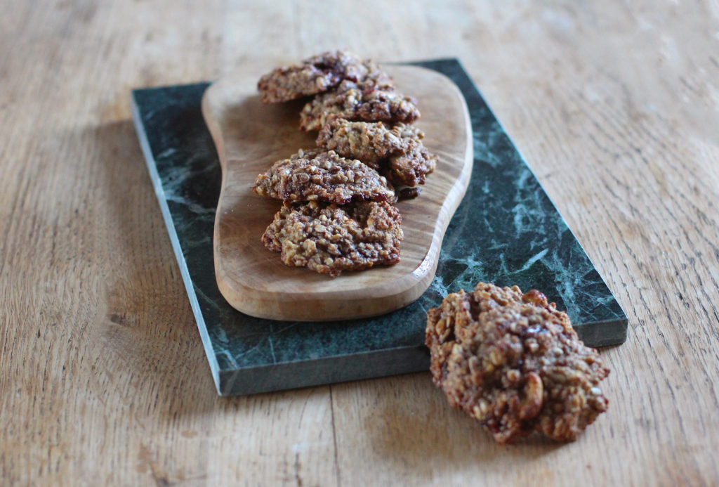 banana and cherry oat cookies